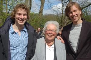 Jop Bruin, Willemijn and Jelle Braaksma (of omgekeerd, maar de langste moet de Fries zijn)