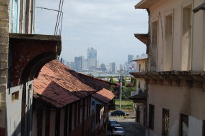 contrast: old casco viejo and the new skyline